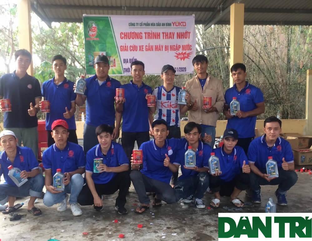 Dantri.com.vn – Hồi sinh hàng chục ngàn xe máy ngập nước cho bà con vùng lũ
