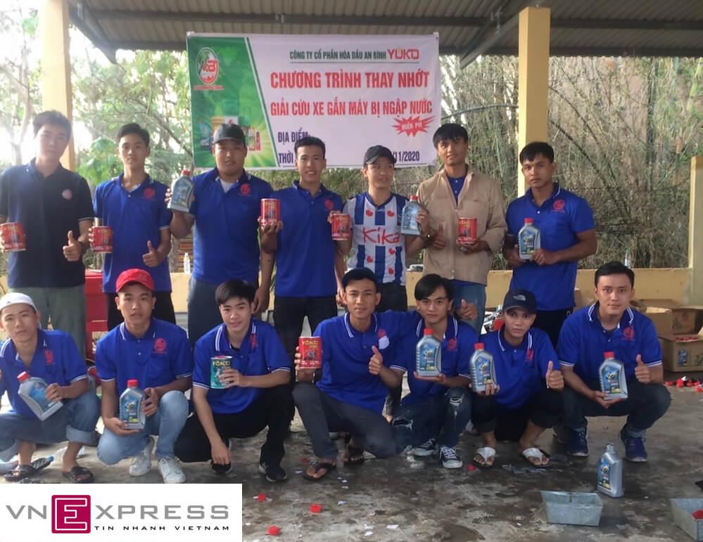 Vnexpress – Thiện nguyện miền Trung cứu hộ xe máy bị ngập lụt